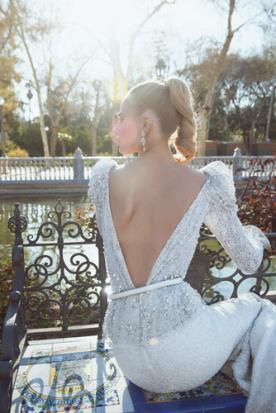 שמלת כלה מחורזת עם חגורה