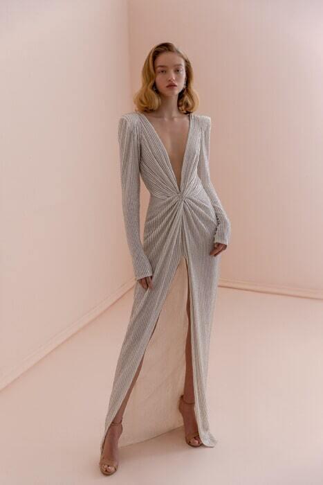 שמלות עם צווארון סירה