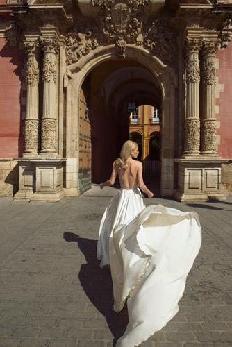שמלת כלה נשפכת גם חשוף