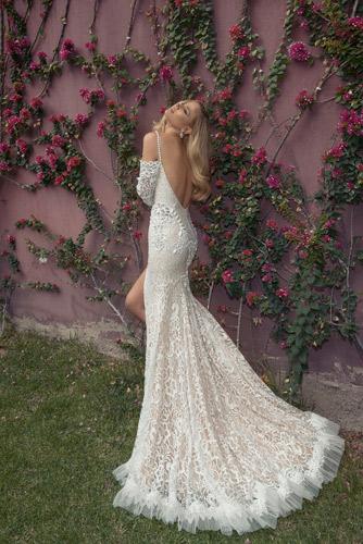 שמלת כלה: שמלת הוט קוטור, שמלה עם כתפיות דקות, קולקציית 2014, שמלה בסגנון רומנטי, שמלה עם תחרה, שמלה עם חרוזים, שמלה עם טול, שמלה עם שובל, שמלה עם גב חשוף, שמלה בצבע שמנת, שמלה בצבע שמפניה, שמלה בצבע כסף, שמלת מקסי - סטודיו טל כחלון
