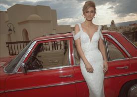 שמלת כלה נוצצת מעוטרת חרוזים