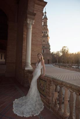 שמלת כלה עם עיטורי חרוזים רומנטיים