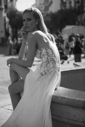 שמלת כלה פרחים וחרוזים