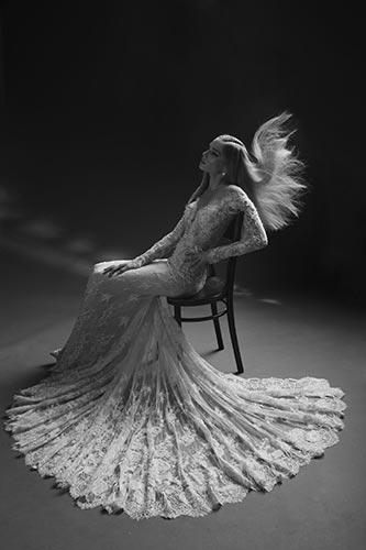 שמלת כלה עם שובל מניפה
