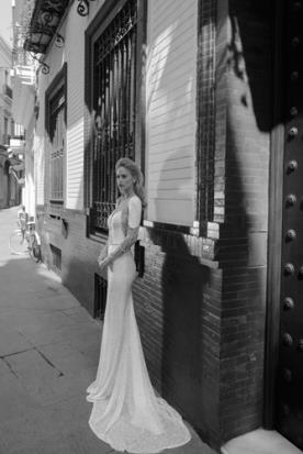 שמלת כלה מודרנית למראה נוצץ