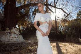שמלת כלה רומנטית עם פתח מעוטר