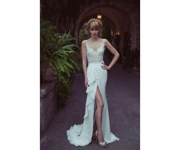 שמלת כלה מודרנית רומנטית עם שסע