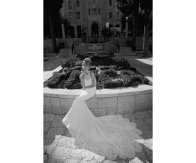 שמלת כלה לבנה שובל ארוך