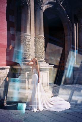 שמלת כלה עם פליסה למראה נוצץ