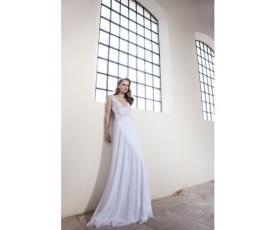 שמלת כלה רומנטית בגזרת אמפייר