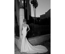 שמלת כלה עם כתפיות מעוטרות