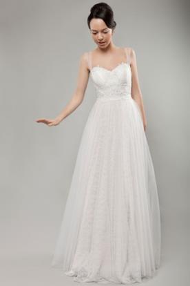 שמלת כלה נסיכתית עם כתפיות דקות