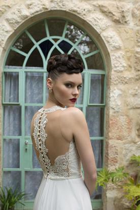 שמלת כלה עם גב חשוף יחודי