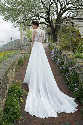 שמלת כלה שובל ארוך למראה קסום