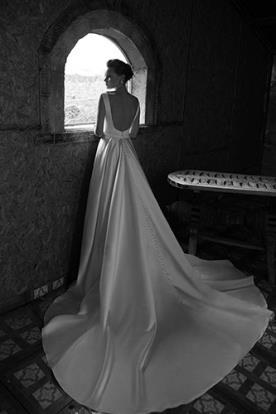 שמלת כלה סאטן מלכותית עם שובל