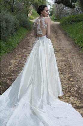שמלת כלה מרשימה רומנטית עם שובל