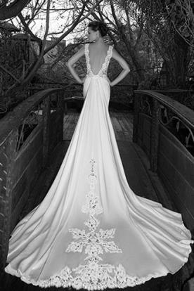שמלת כלה עם שובל מלכותי