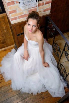 שמלת כלה נפוחה בסגנון סטרפלס