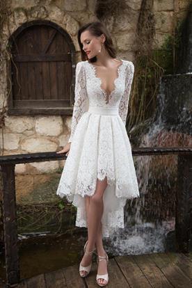 שמלת כלה אסימטרית עם מחשוף