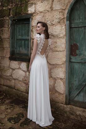 שמלת כלה עדינה רכה עם גב חשוף