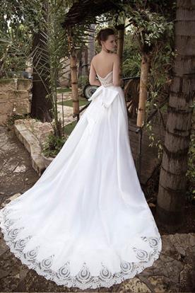 שמלת כלה עם שוליי תחרה