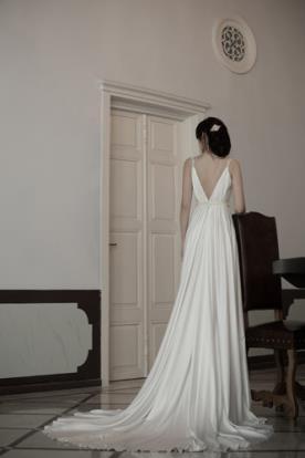שמלת כלה עם שובל למראה אלגנטי