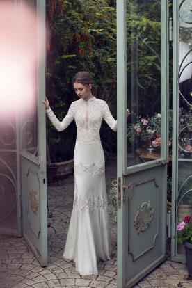 שמלת כלה צנועה בשילוב תחרה ומשי