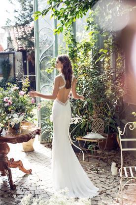 שמלת כלה עם שובל שיפון קצר