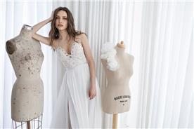 שמלת כלה עם כתפיות בשילוב אפליקציה מיוחדת
