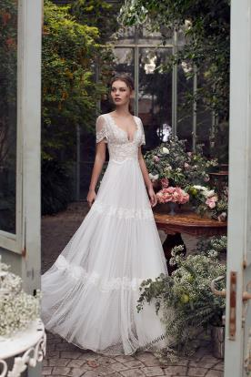 שמלת כלה רומנטית עם טופ מתחרה