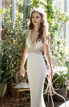 שמלת כלה עם רצועות מחורזות