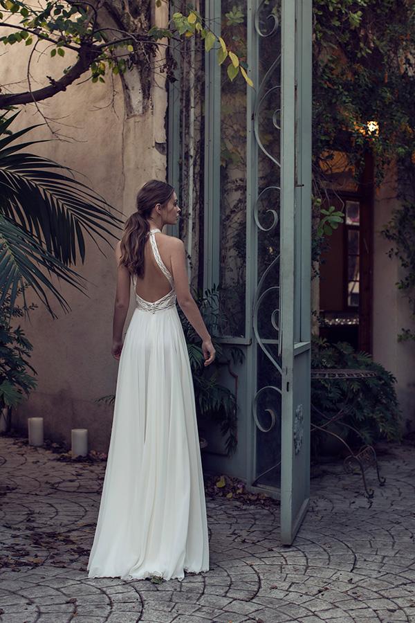 שמלת כלה בדגם קולר עם גב חשוף