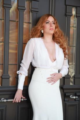 שמלת כלה רפויה עם מחשוף עמוק