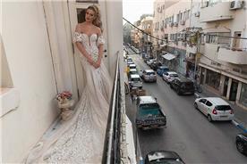 שמלת כלה ארוכב בדגם אוף שולדר עם שרוול קצר
