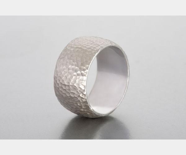 טבעת נישואין מנוקדת לכלה