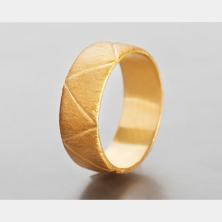 טבעת נישואין בחריטת משולשים