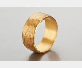 טבעת נישואין רחבה בעיצוב קלאסי