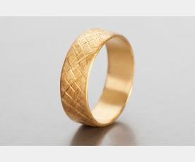 טבעת נשואין רחבה לגבר