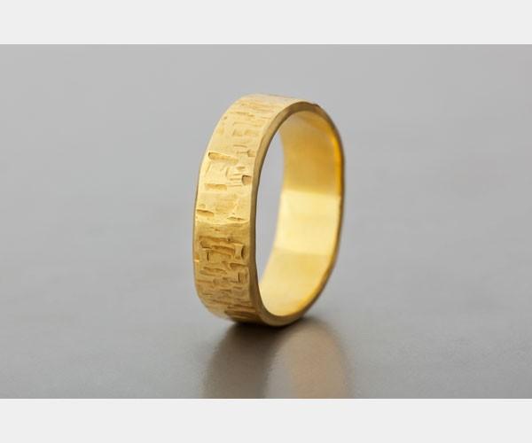 טבעת נישואין בעיצוב ייחודי לגבר
