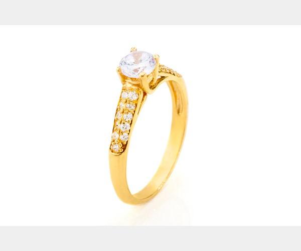 טבעת משובצת שלל יהלומים