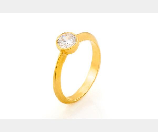 יהלום משובץ בטבעת אירוסין