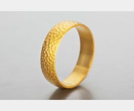 טבעת נישואין מעוטרת לכלה