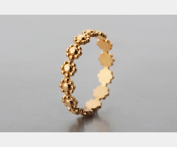 טבעת נישואין עדינה מורכבת פרחים