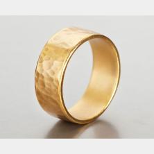 טבעת נישואין במראה כוורת