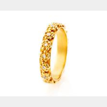 טבעת אירוסין עם אבנים