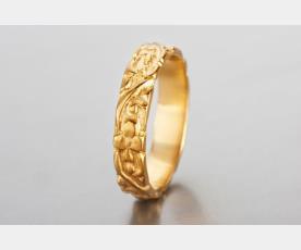 טבעת זהב מעוטרת פרחים לכלה