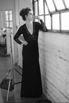 שמלת ערב שרוולים ושקיפויות