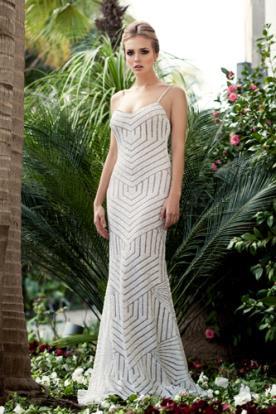 שמלת כלה קווים גאומטרים מחורזת
