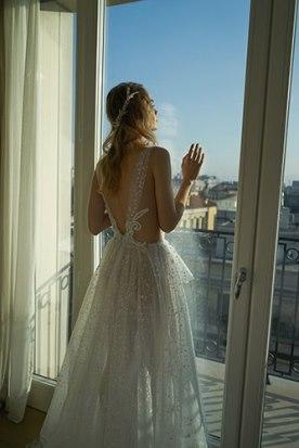 שמלת כלה רקמת תחרה בגב