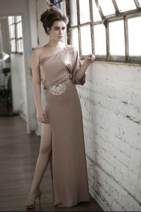 שמלת כלה סאטן בז' שסע וחגורה